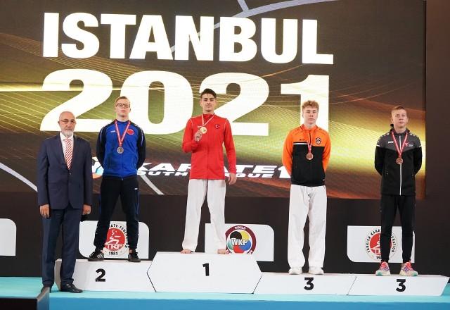 Z medalem karateka KSOlimp: Bartosz Kędzierski (od lewej)