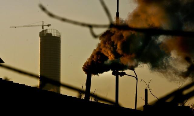 We Wrocławiu o smogu informują dwie stacje pomiarowe Wojewódzkiego Inspektoratu Ochrony Środowiska przy Wybrzeżu Korzeniowskiego i al. Wiśniowej.