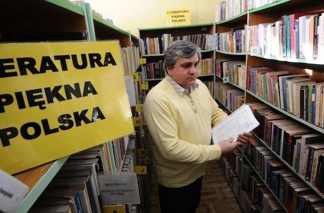 Poprzednia siedziba biblioteki na Jachcicach była w tak kiepskim stanie, że deszcz z dziurawego dachu kapał prosto na księgozbiór. Część książek przeniesiono więc do siedziby rady osiedla