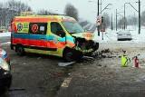 Groźny wypadek w Bytomiu. Karetka pogotowia staranowała samochód osobowy