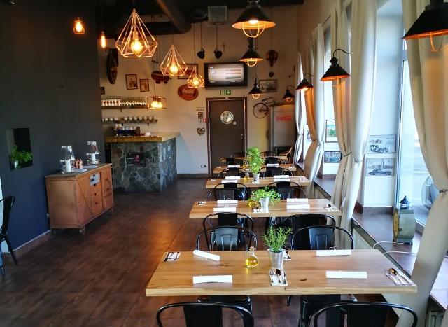 Restauracja mieści się przy ul. Przemysłowej 1 w Ostrołęce