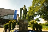 Kraków. Jubileusz 40-lecia powstania Wydziału Chemii UJ! Odsłonięto pomnik prof. Karola Olszewskiego