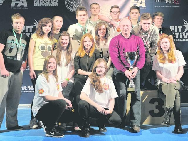 Ekipa UKS 16 Koszalin, sięgając po srebrny medal drużynowo, po raz kolejny potwierdziła w Gdańsku przynależność do ścisłej czołówki krajowej.