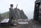 """[NOWE GWIEZDNE WOJNY] [OSTATNI JEDI RECENZJA] Moc wciąż jest silna. """"Ostatni Jedi"""" zachwyca fanów i krytyków"""