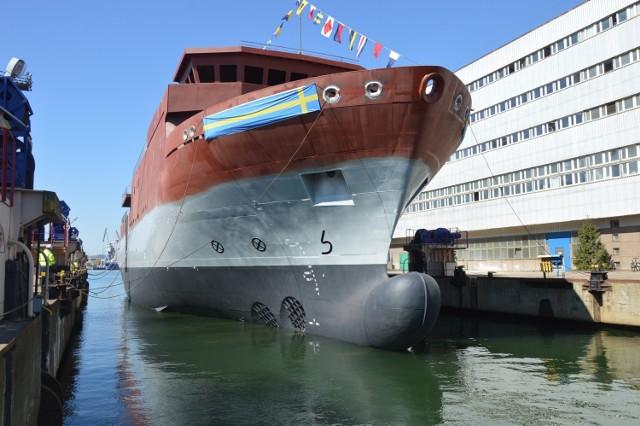 Kadłub okrętu dla Królewskiej Marynarki Wojennej Szwecji zwodowany w gdyńskiej stoczni