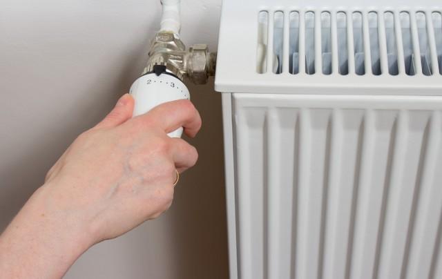 Obciążenie Polaków kosztami ogrzewania pomieszczeń, wynika nie tylko z uwarunkowań klimatycznych oraz wzrostu kosztów opału i energii cieplnej.