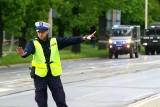 Obok siedziby ZUS przy ul. Reymonta we Wrocławiu znaleziono bombę. Ulica zamknięta dla aut i tramwajów [ZDJĘCIA]