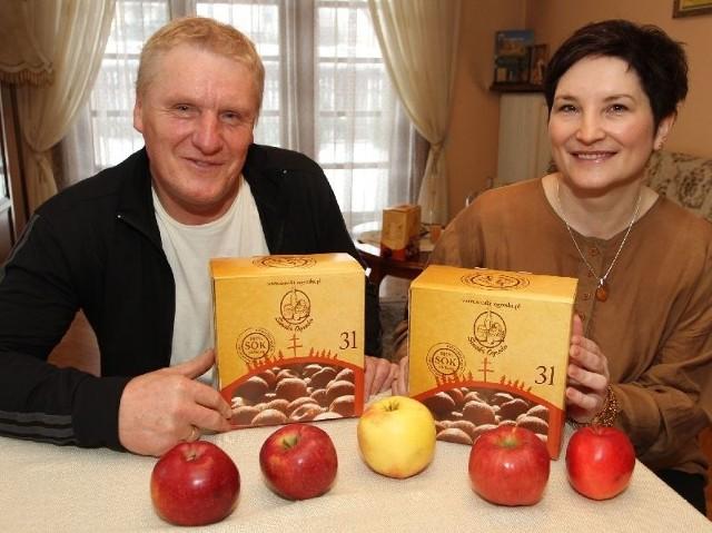 Ale pomysł na biznes w Bielinach! Sok prosto z własnego saduEdyta i Przemysław Kotowie z Bielin nie mają wątpliwości, że wspaniały smak ich soku to zasługa bardzo smacznych jabłek z własnego sadu.