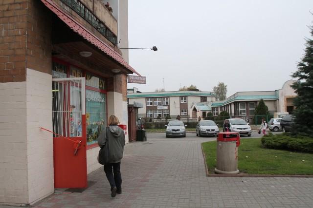 Sklep i wyjście ze szkoły dzieli ok. 50 metrów