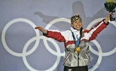 Justyna Kowalczyk na najwyższym stopniu podium w Whistler Fot. PAP/EPA/John G. Mabanglo