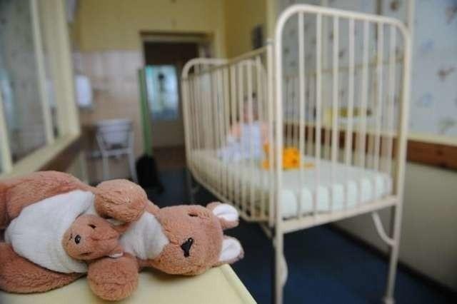 Dzieci pijanych rodziców zostały przewiezione pod opiekę