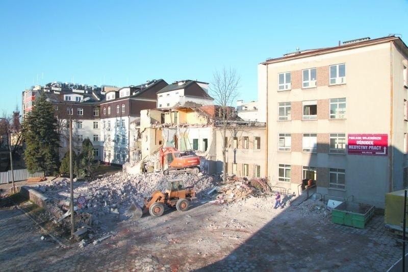 W ramach modernizacji BCO rozebrano część pobliskich budynków