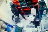 Bandyci w Psarach pobili ekspedientkę sklepu do nieprzytomności. Okradli sklep i uciekli. Ściga ich policja
