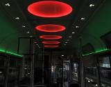 """MPK w Łodzi kupiło """"imprezowy"""" tramwaj! System nagłaśniający, przy siedzeniach stoliki, oświetlenie w różnych kolorach! [ZDJĘCIA]"""