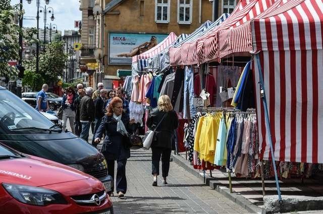 Targowisko przy Gdańskiej zaczyna się rozrastać. Może już w sierpniu zniknie