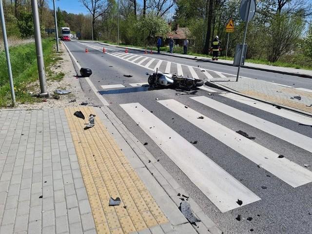 W wyniku zdarzenia, motocyklista doznał ciężkich obrażeń ciała