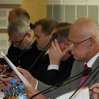 Przed tygodniem Jarosław Dworzański wywołał burzę analizą oświadczeń majątkowych radnych poprzednich kadencji.