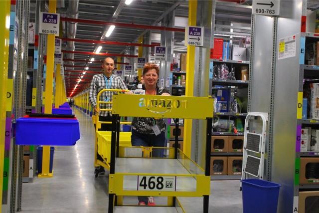 Pracownicy sezonowi mają w okresie przedświątecznym pracować w centrum logistycznym Amazon w Sadach koło Poznania.