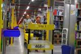 Amazon zatrudni 4300 dodatkowych pracowników przed Bożym Narodzeniem. Jakie są warunki? Nowe miejsca pracy powstaną w Wielkopolsce