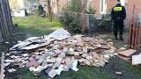 Gdańsk: Kawałkami mebli palił w piecu. Strażnicy ukarali go mandatem [ZDJĘCIA]