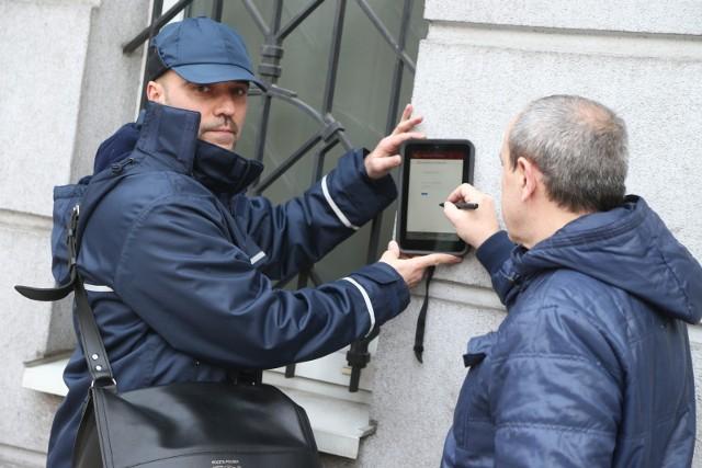 W ramach projektu Mobilny Bankowiec,  została specjalnie przygotowana aplikacja na tablety. Listonosze z całego kraju mogą za jej pomocą zbierać dane kontaktowe osób potencjalnie zainteresowanych skorzystaniem z oferty kredytu gotówkowego.