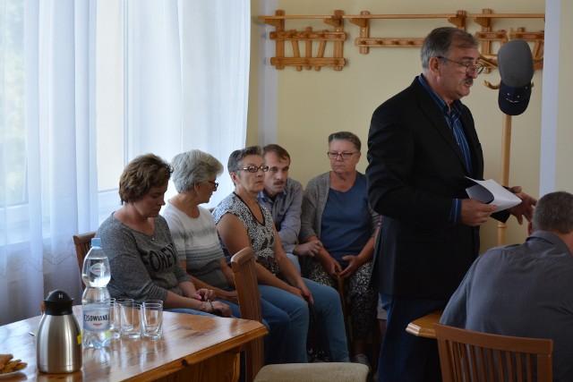 Andrzej Socha (po prawej) chce zrezygnować z funkcji wiceprzewodniczącego rady gminy