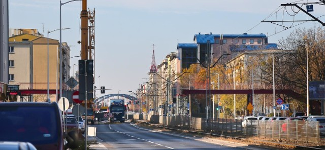Na Grabiszyńskiej od Kolejowej do Prostej miasto wprowadziło opłaty za parkowanie. Jak tłumaczy ZDiUM, stało się to w trosce o zmotoryzowanych, którzy teraz łatwiej znajdą wolne miejsce.