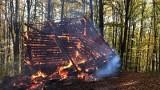 W Rytrze spłonął drewniany budynek. Z ogniem walczyły trzy jednostki [ZDJĘCIA]