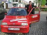 """<a href=""""http://www.mmbialystok.pl/artykul/rajdy-jego-milosc-145957.html"""" target=""""_blank"""">Zakochany w rajdach samochodowych</a>"""