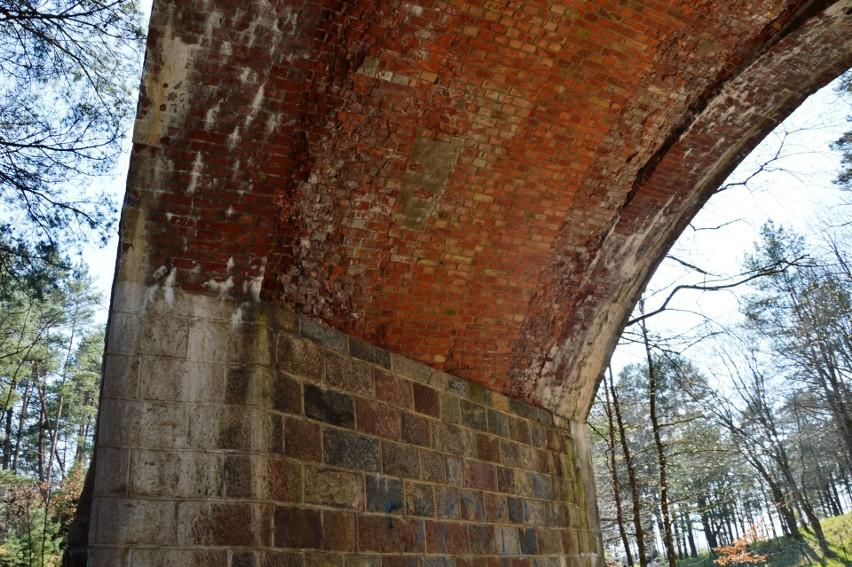 Przepiękne mosty kolejowe znajdują się w gminie Czarna...