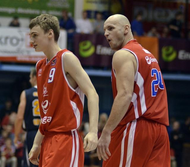 Wojciech Jakubiak (z lewej) jeszcze w koszulce Energi Czarnych Słupsk. Obok Robert Tomaszek, były już gracz Śląska