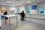 Poznańskie Centrum Świadczeń czynne od rana do wieczora z przerwą na dezynfekcję pomieszczeń. Tak bronią się przed koronawirusem