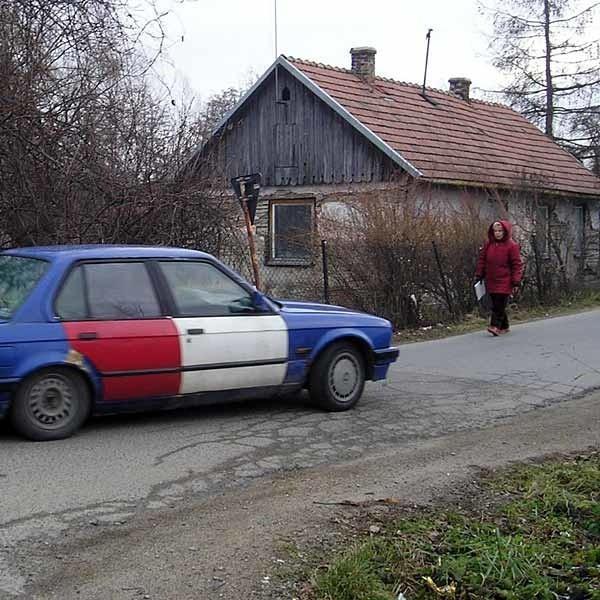 Ulica Zielona w dębickiej dzielnicy Kawęczyn potrzebuje pilnego remontu. Mieszkańców martwi także brak kanalizacji.