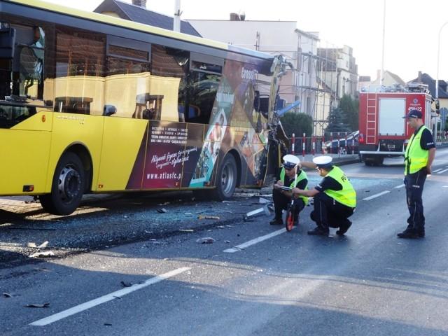 Wypadek w Jarocinie: Ciężarówka staranowała autobus miejski