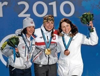 Podium biegu na 30 km, od lewej: Norweżka Marit Bjoergen, zwyciężczyni Justyna Kowalczyk i Finka Aino-Kaisa Saarinen Fot. Jerzy Cebula
