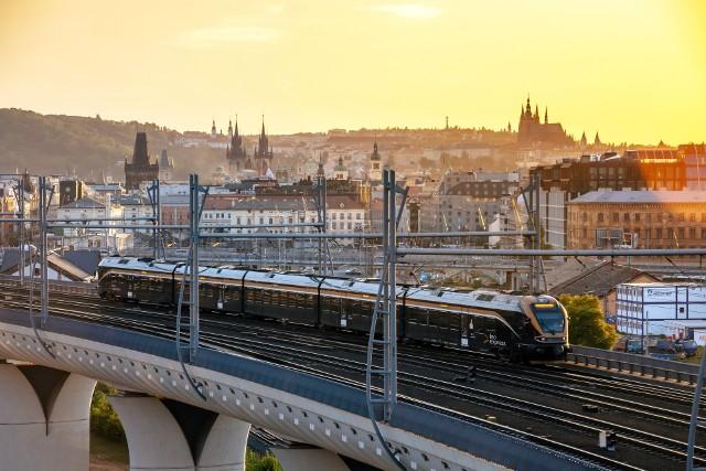Pociąg Leo Express z Pragi do Wrocławia.
