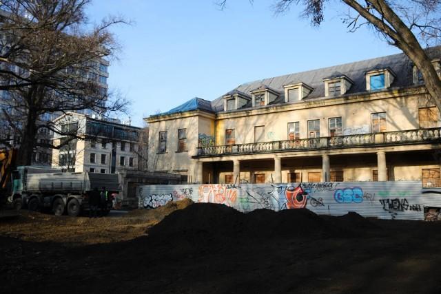 Park Jalu Kurka od lat jest zamknięty. W grudniu pojawił się tam ciężki sprzęt, zrównano z ziemią stary amfiteatr