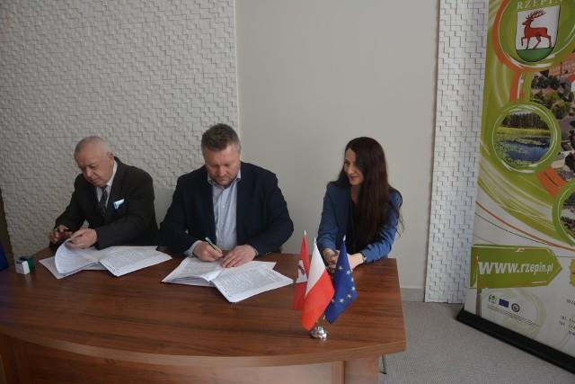 20 lutego 2020 roku w siedzibie Urzędu Miejskiego w Rzepinie została podpisana umowa na budowę nowej, dostosowanej do rygorystycznych standardów unijnych oczyszczalni ścieków!