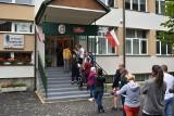 Wybory w Zakopanem. Przed lokalami ustawiały się długie kolejki