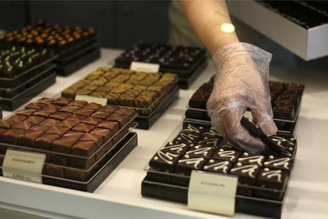 Prezentem dla babci i dziadka mogą być eleganckie czekoladki