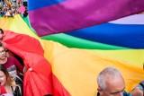 """Chcą powstrzymać """"ideologię LGBT"""". RPO zaskarżył uchwały. Decyzja podzieliła lubelski sąd"""