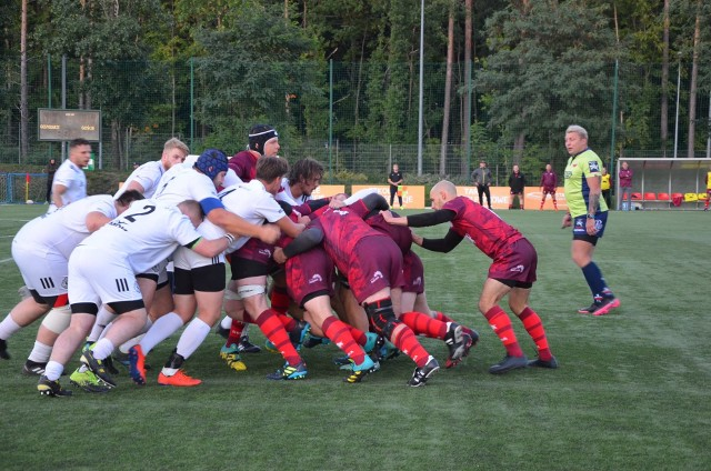 Białostoccy rugbyści (ciemniejsze stroje) efektownie pokonali Legię