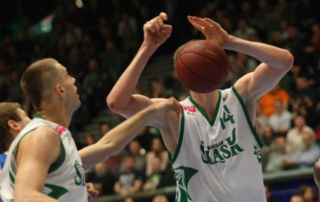 Jemu tylko koszykówka w głowie... Jakub Parzeński powinien w piąek dominować pod obręczą