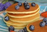 Pancakes z ricottą i cytryną, czyli puszyste amerykańskie naleśniki nieco inaczej [PRZEPIS]