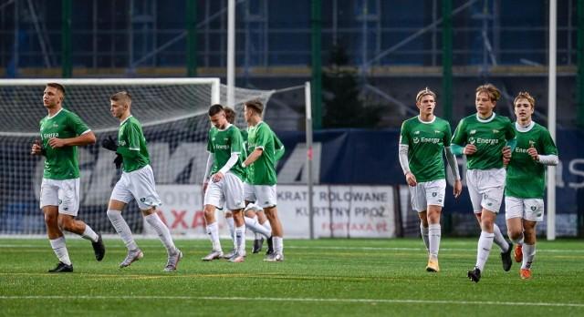 Lechia Gdańsk wygrała derbowy mecz z Arką Gdynia (4:2) w Centralnej Lidze Juniorów U-17 i wykonała bardzo duży krok w kierunku utrzymania w rozgrywkach.