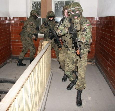 Najtrudniejszą częścią dzisiejszych manewrów było przeszukiwanie budynku.