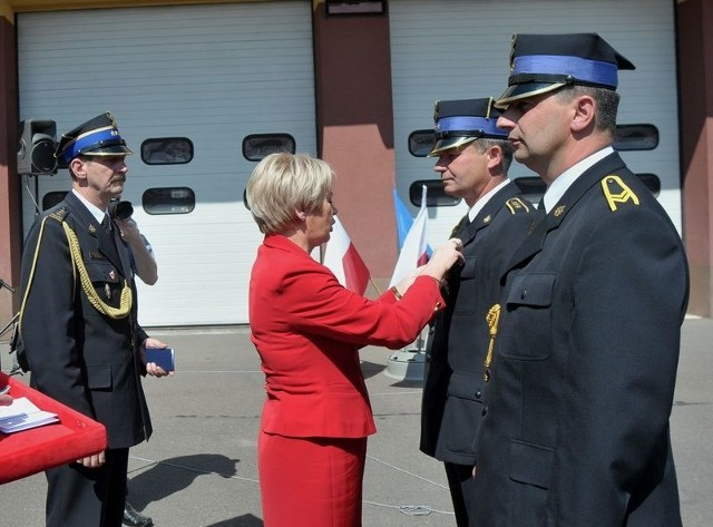 Odznaczenia wręczała m.in. Krystyna Skowrońska, przewodnicząca Polskiego Zespołu Strażaków, poseł na Sejm RP