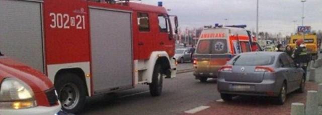 Aby pomóc mężczyźnie, konieczna była interwencja ochroniarzy, strażaków i pogotowia.