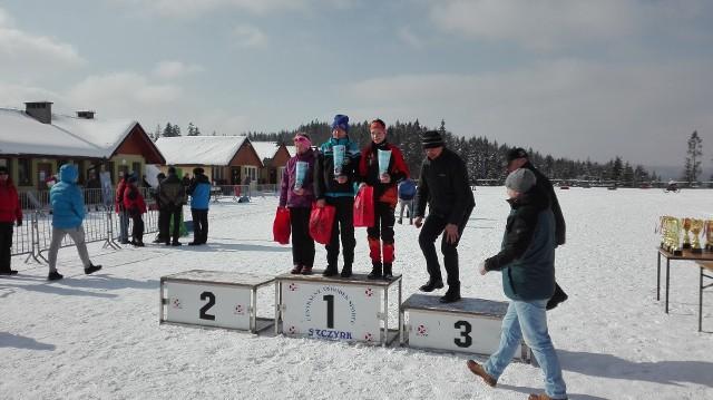 Juniorki na podium biegu o Istebniański Bruclik