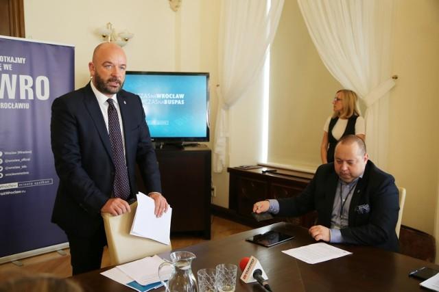 Prezydent Wroclawia Jacek Sutryk i Krzysztof Balawejder prezes MPKWrocław.